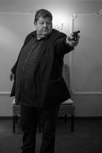 Frank Junge mit Pistole